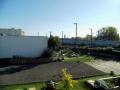 Blick auf Boulebahn und Obstgarten